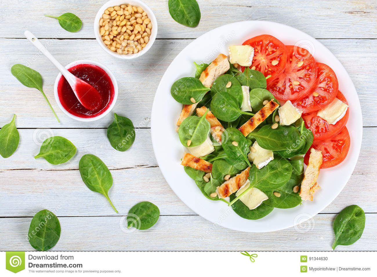 Low Calories Spinach Grilled Chicken Salad Stock Photo Image Of Berry Delicious 91344630