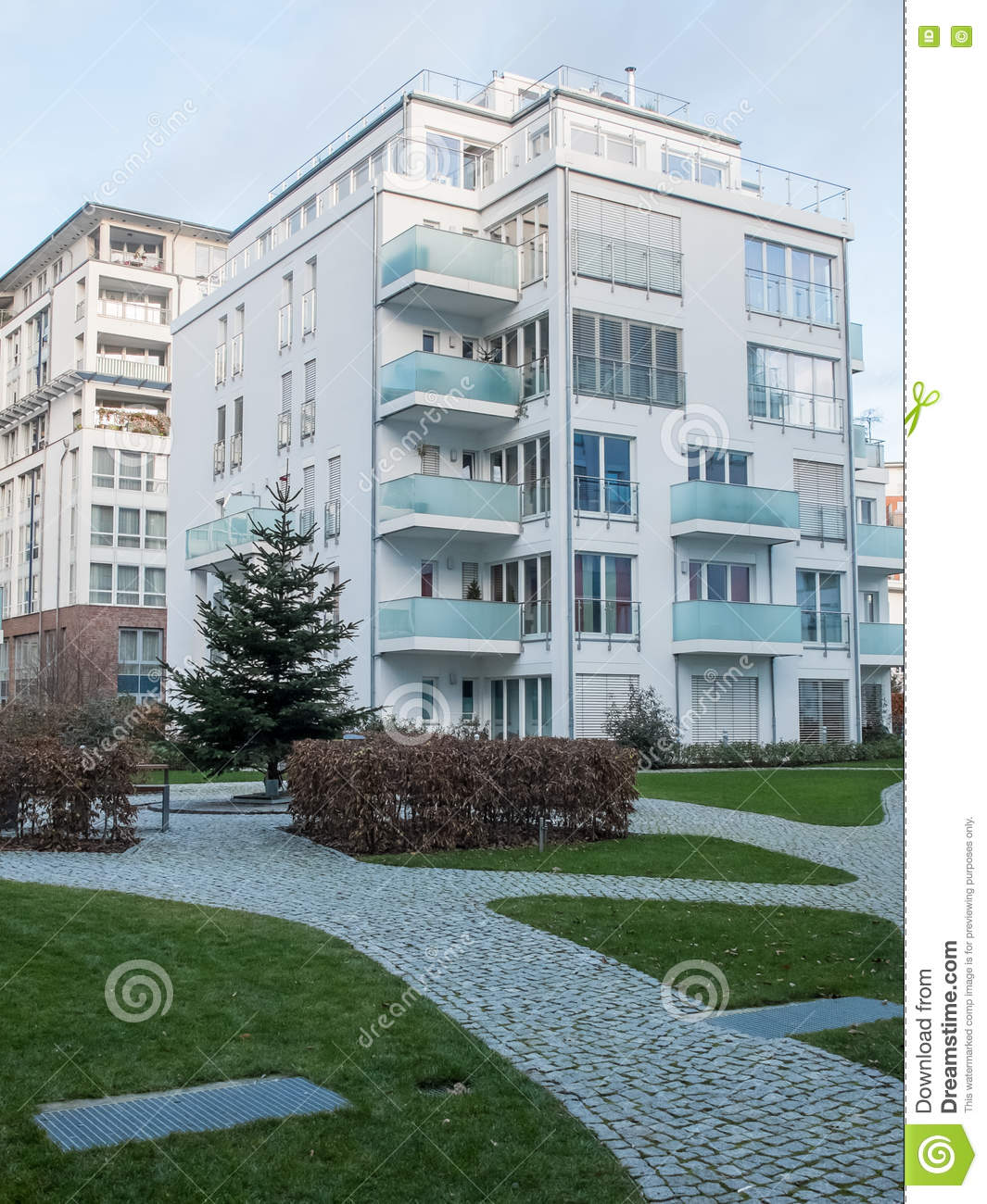 Cobblestone Park Apartments: Low Rise Apartment Building Near Park With Paths Stock