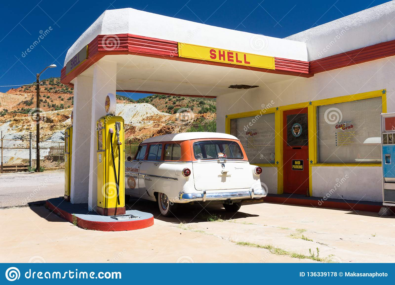 Lowell Az Usa July 12 2016 Old Fuel Pump And Classic Car At An Abandoned Ghost Town Gas Station Editorial Stock Photo Image Of Fuel Lowell 136339178