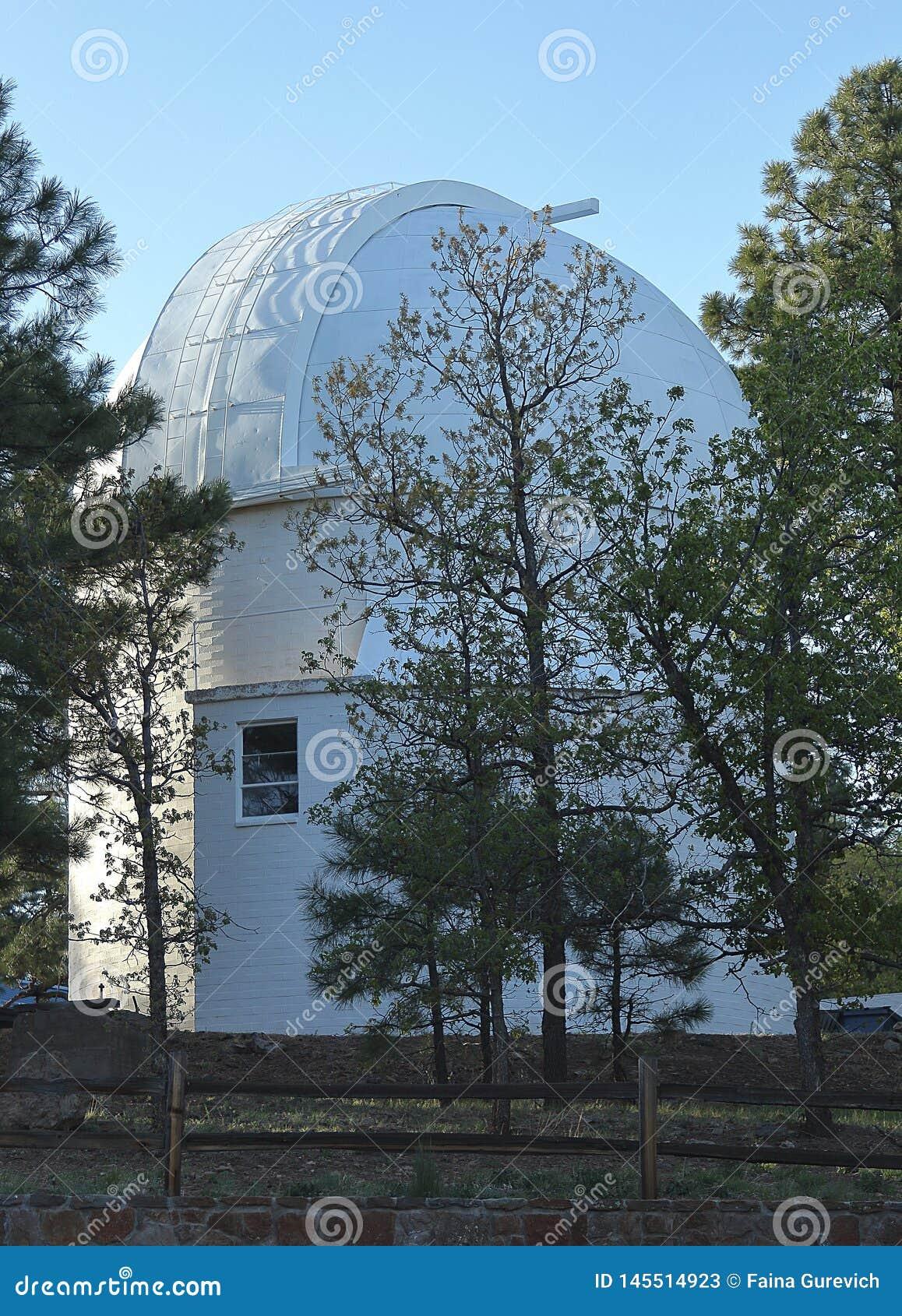 Lowell Observatory fördärvar på kullen i flaggstång