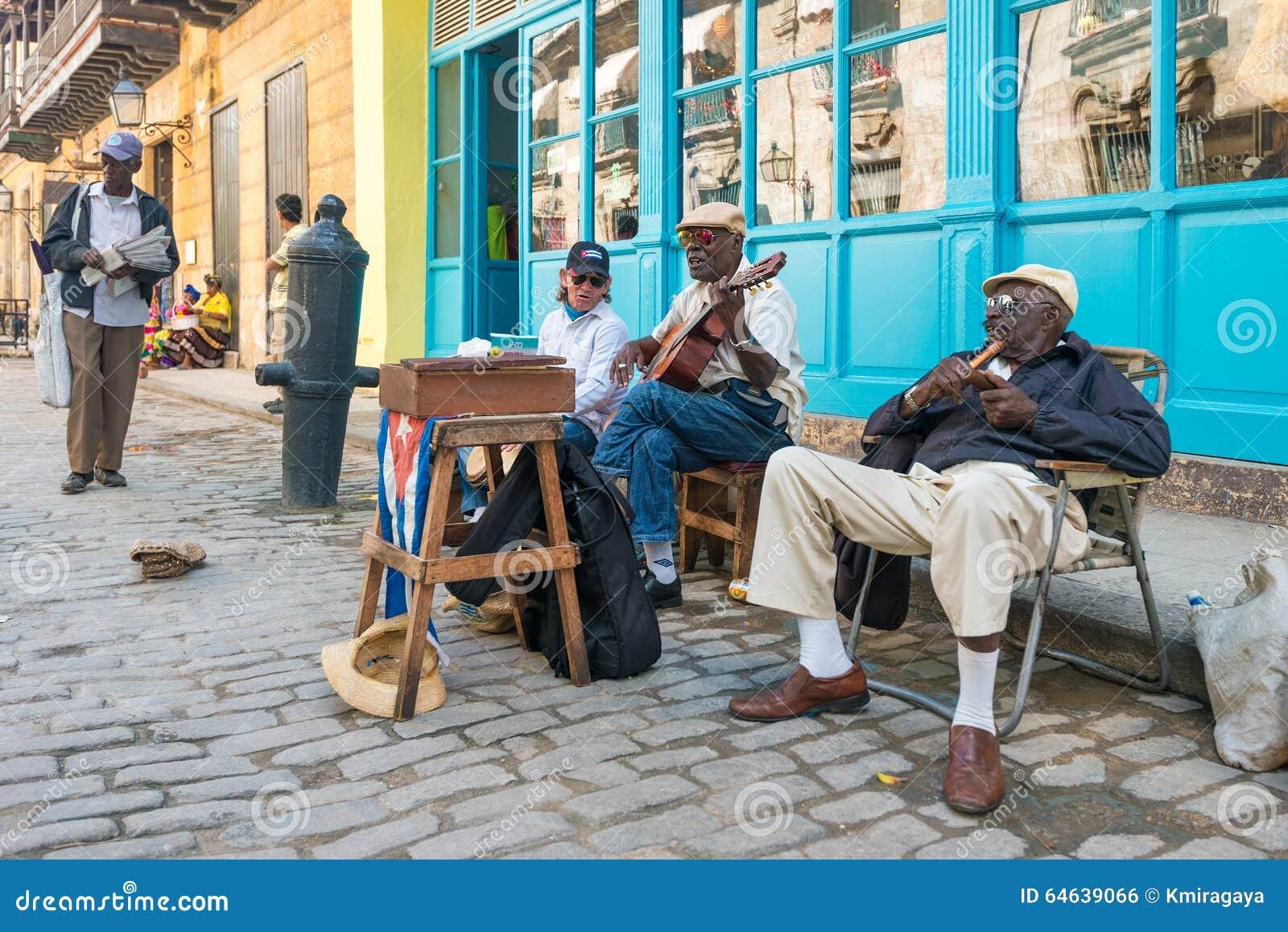 ltere kubanische m nner die traditionelle musik in havana spielen redaktionelles foto bild. Black Bedroom Furniture Sets. Home Design Ideas