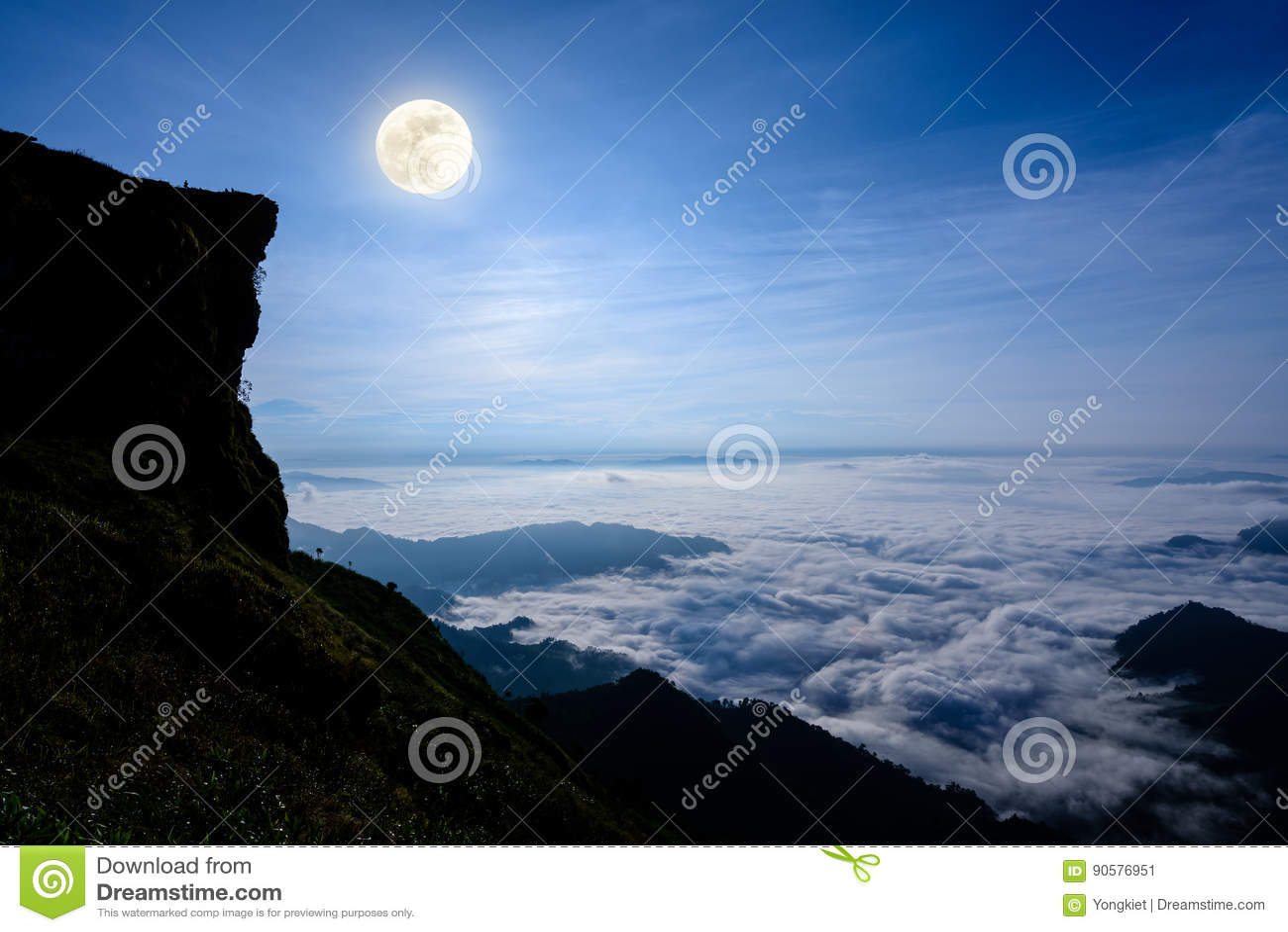 Lua cheia na montanha máxima