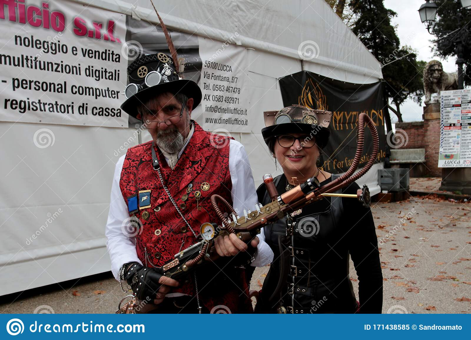A Pair Of Cosplay Dressed In Steampunk Style At The Lucca ...