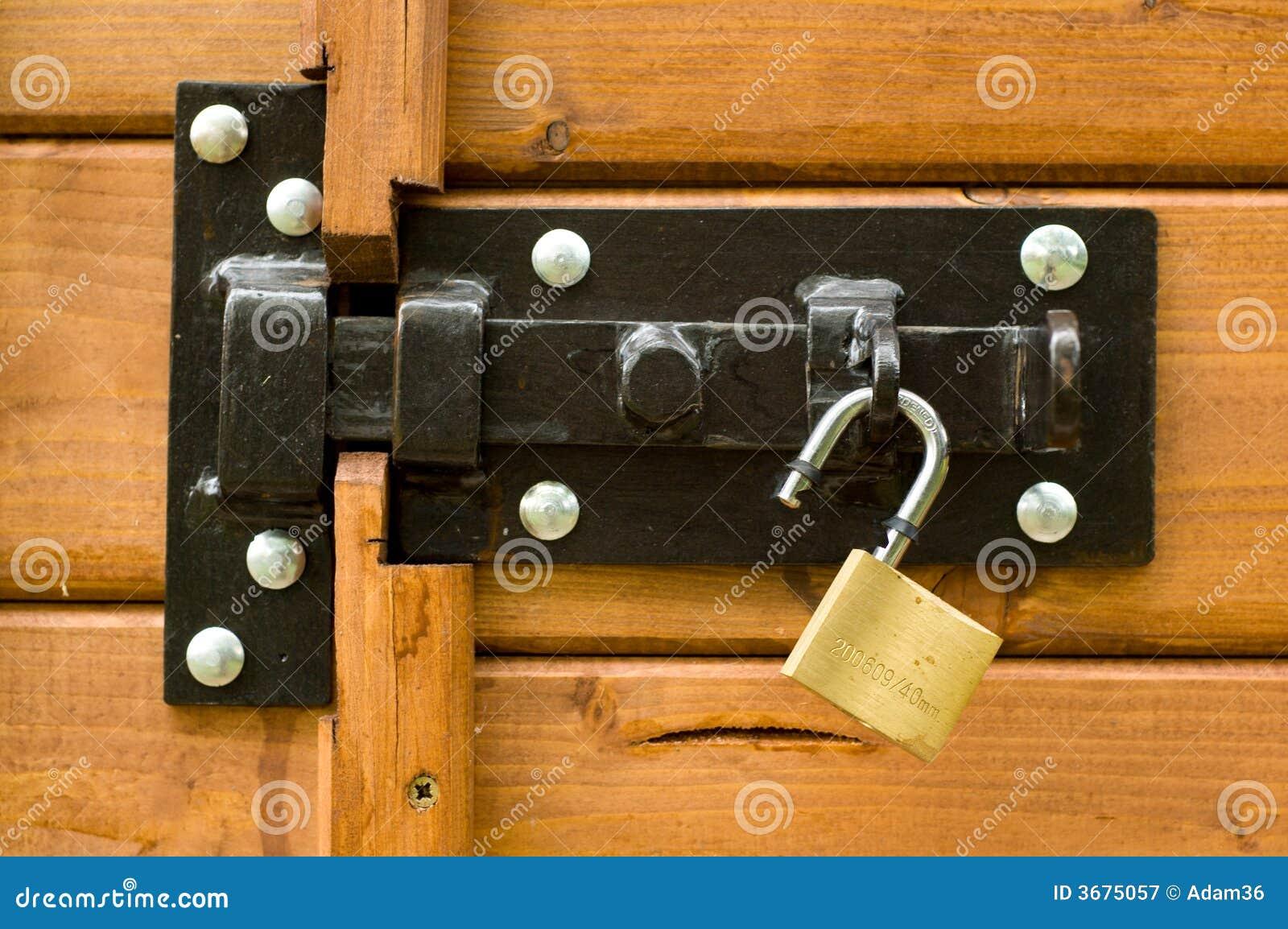 Download Lucchetto aperto immagine stock. Immagine di serratura - 3675057