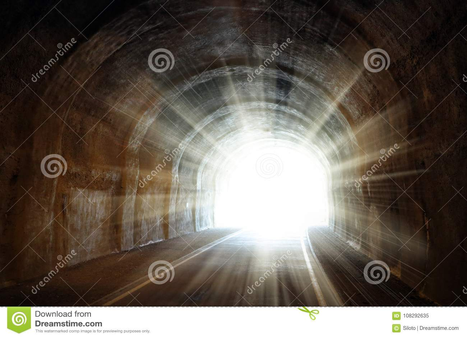Luce all estremità del tunnel