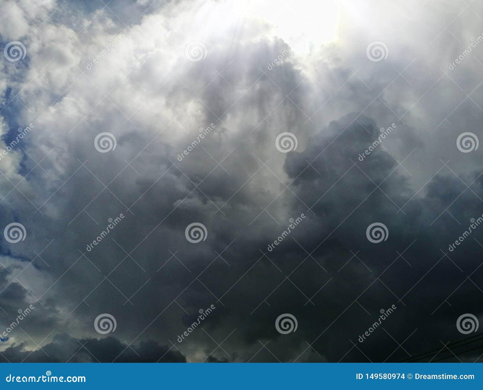 pene tra le nuvole