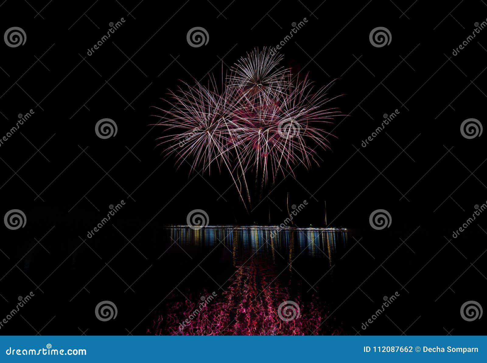 Luce dei fuochi d artificio