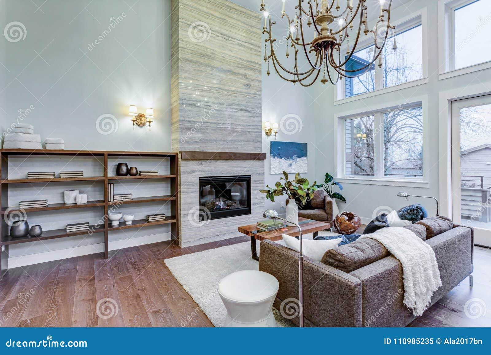 Soffitti Alti Illuminazione : Lampade per soffitti alti illuminazione per soffitti in legno