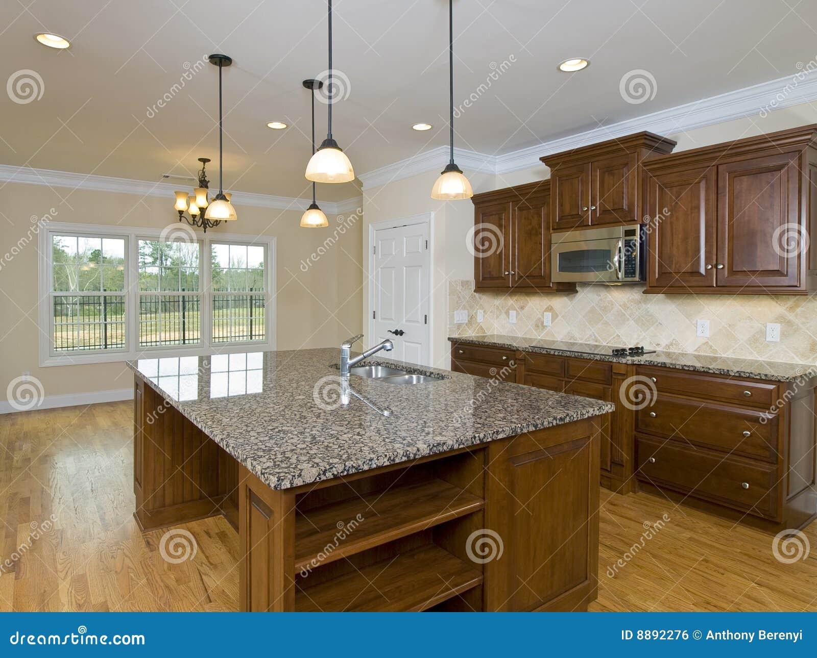 Luces colgantes e isla de la cocina casera de lujo imagen - Luces para cocina ...