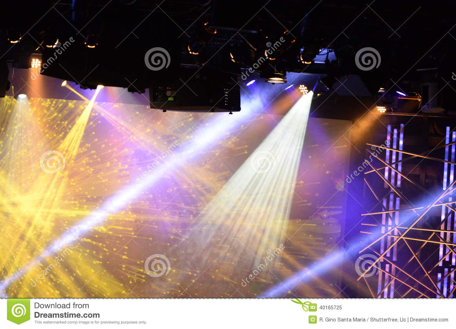 Luces de la etapa durante concierto