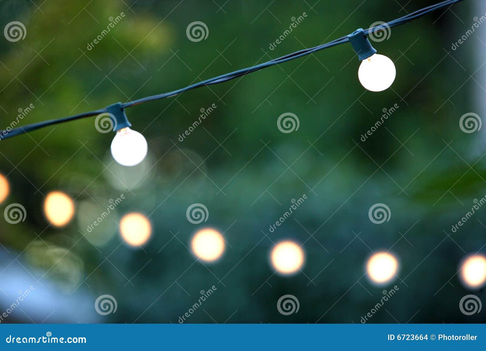 Luces de la navidad decorativas colgantes imagenes de archivo imagen 6723664 - Luces para patios ...