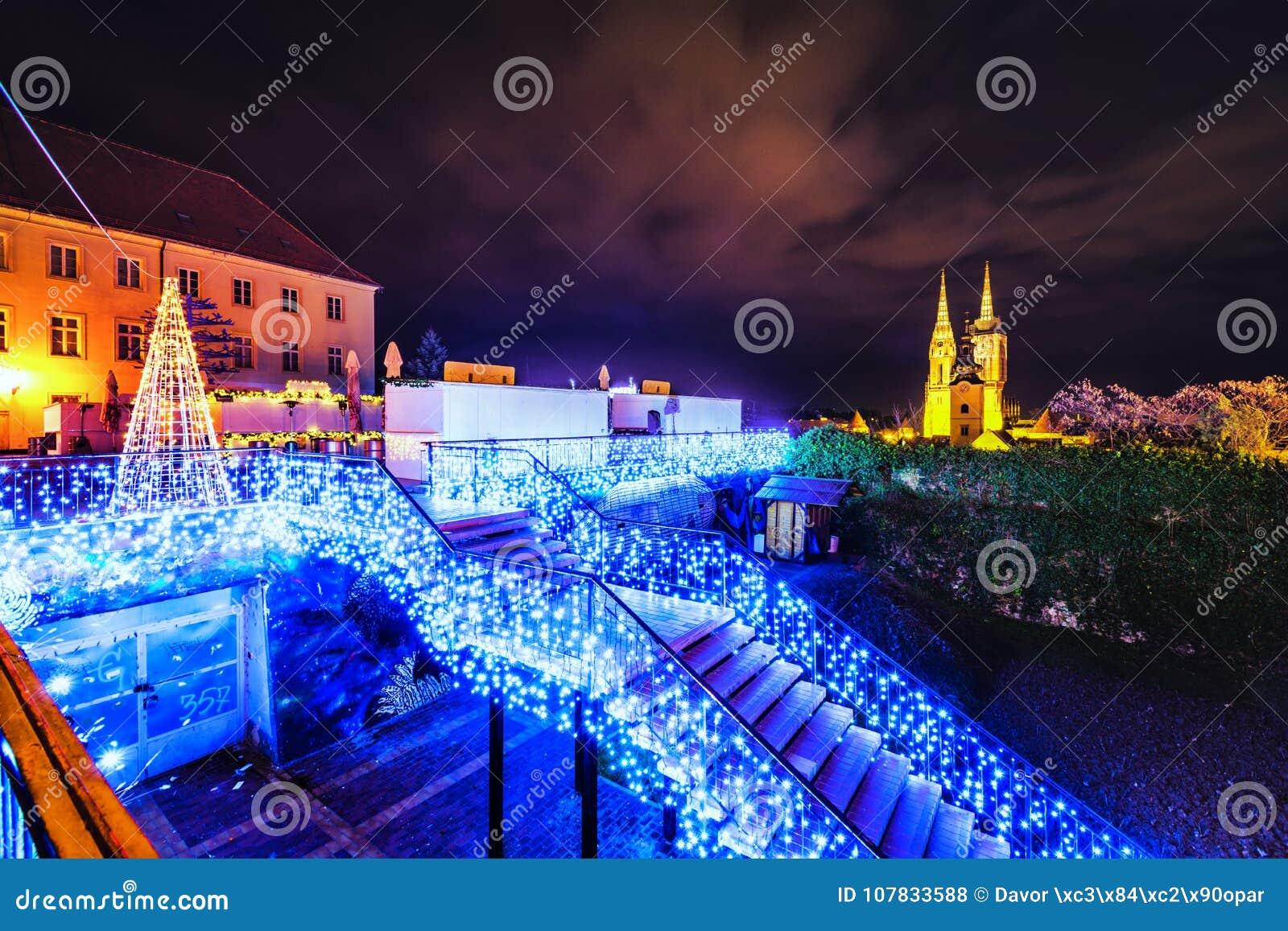 Luces de la Navidad de Gradec Zagreb Chatedral