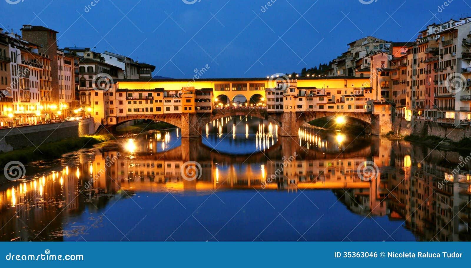 Luces por noche, Italia de la ciudad de Florencia
