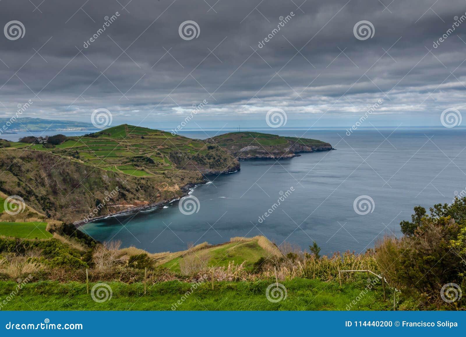 Lucht Mening Rotsachtig kustlandschap bij Sao Miguel Island, de Azoren,
