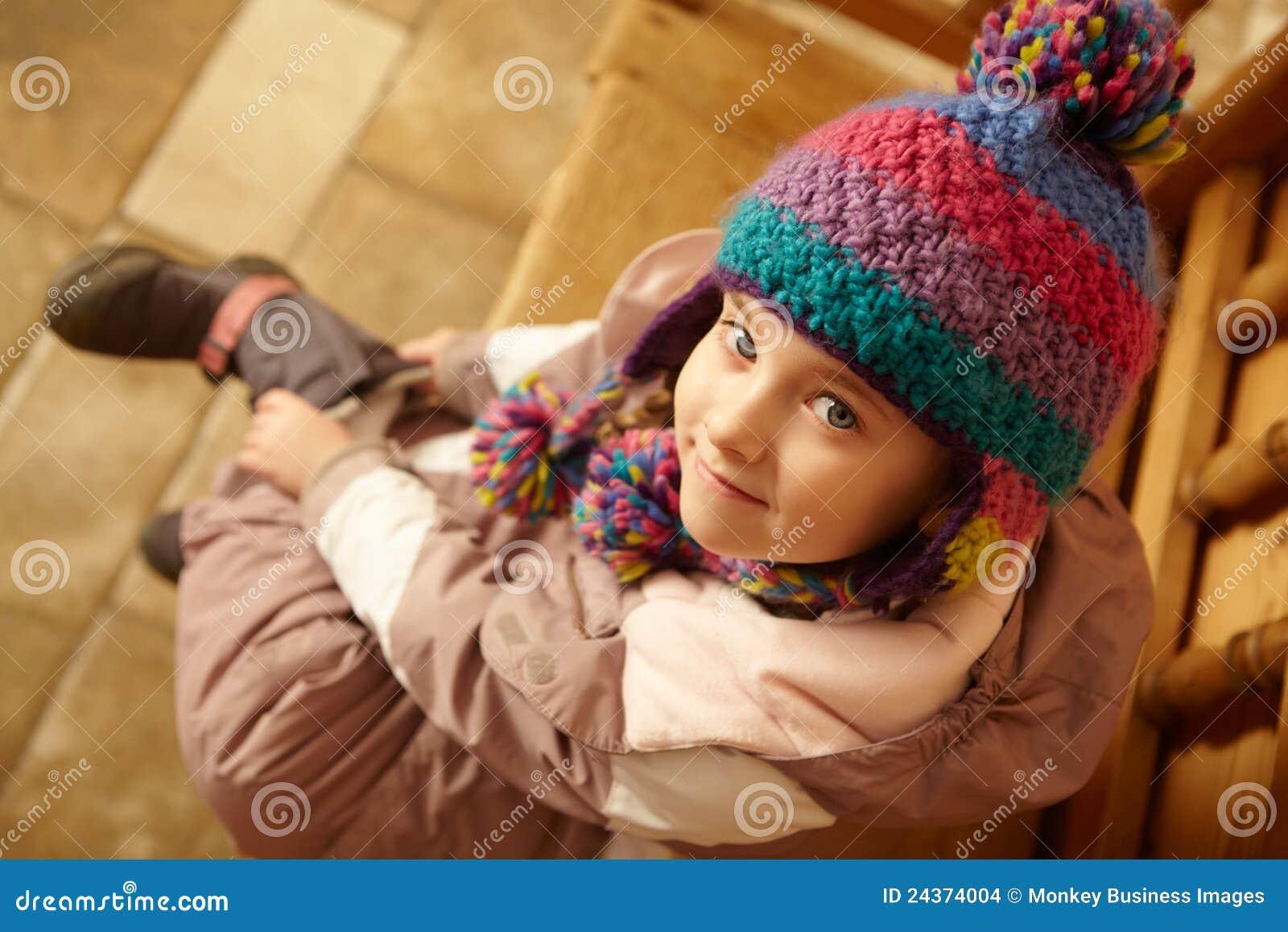 Lucht Mening van de Jonge Zitting van het Meisje op Houten Zetel