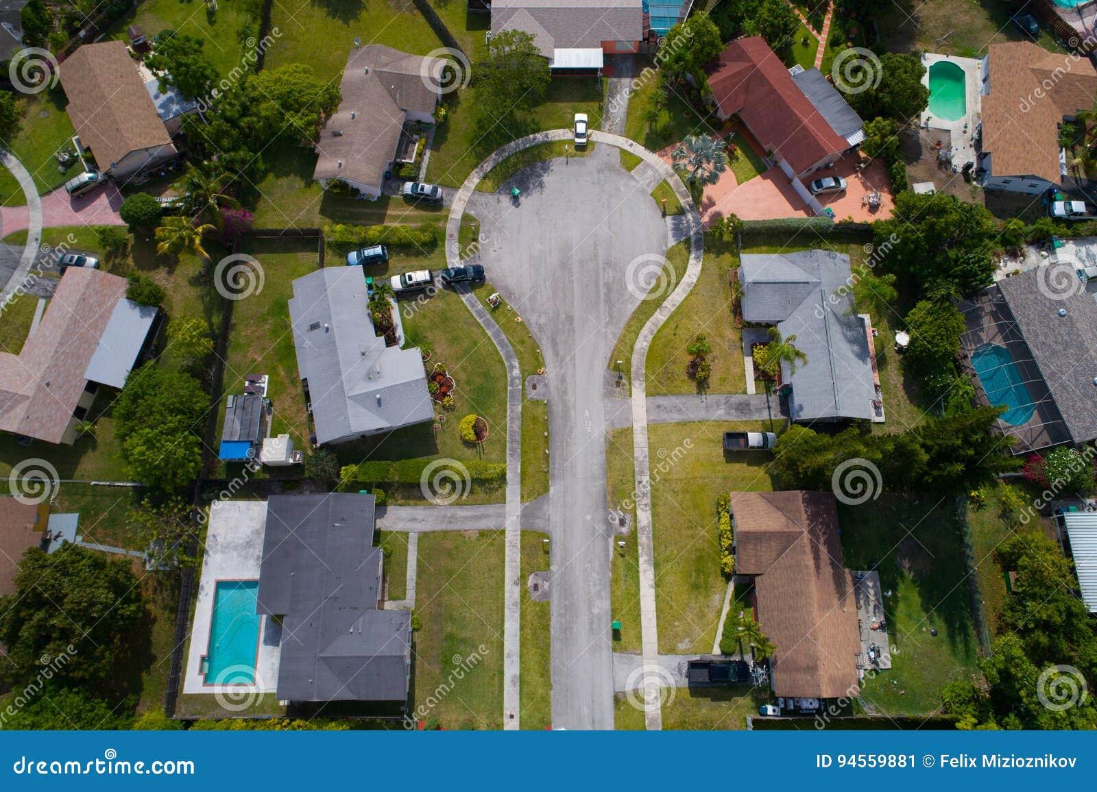 Luchtbeeld van een impasse in een woonbuurt