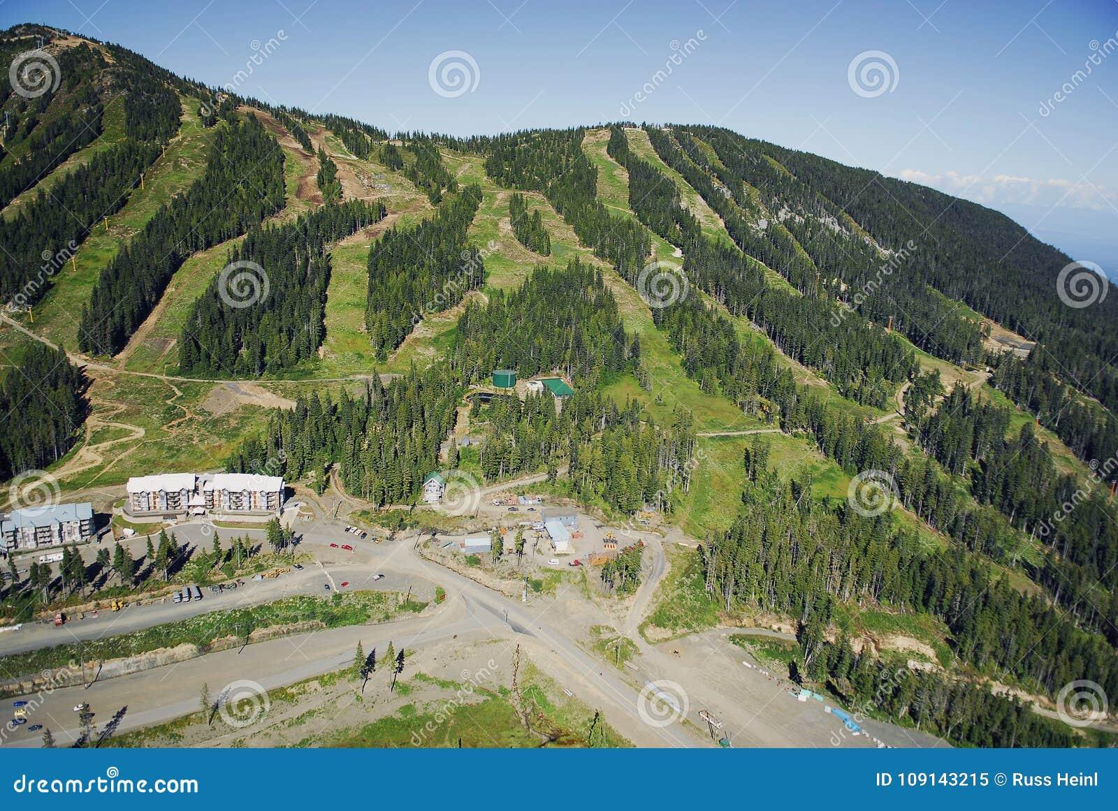 Luchtbeeld van MT Alpiene de skitoevlucht van Washington, BC, Canada