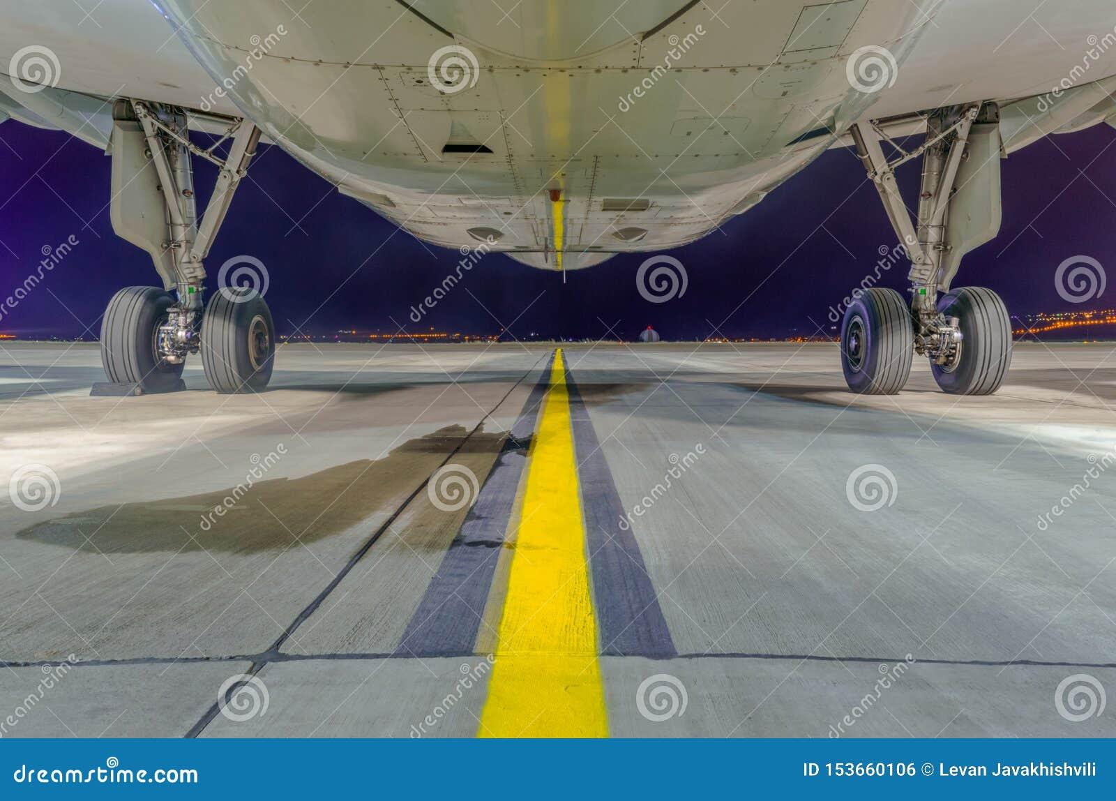 Luchtbusa320-232 fuselage van de bodem en het belangrijkste landingsgestel