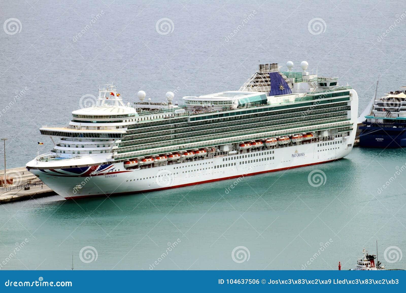 Download Luchtdiemening Van Cruises In De Haven Van Alicante Worden Gedokt Redactionele Foto - Afbeelding bestaande uit slokdarm, anker: 104637506