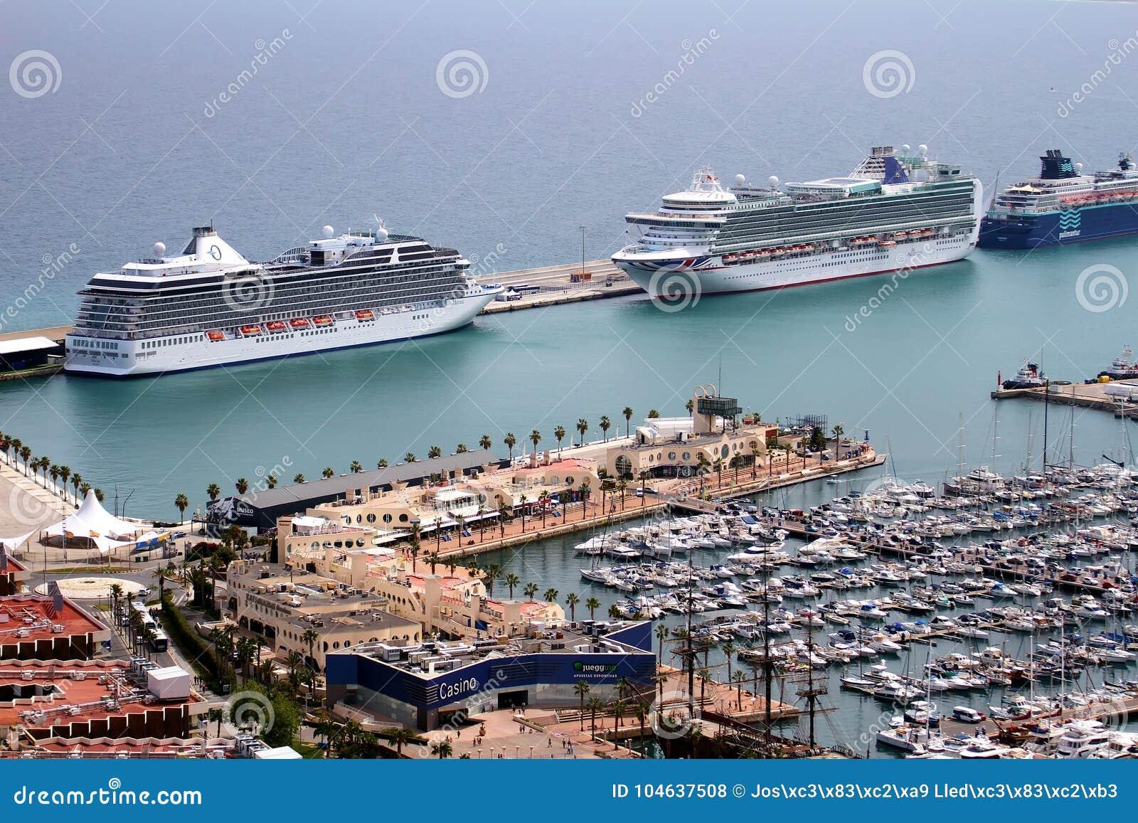 Download Luchtdiemening Van Cruises In De Haven Van Alicante Worden Gedokt Redactionele Stock Foto - Afbeelding bestaande uit honeymoon, cruises: 104637508