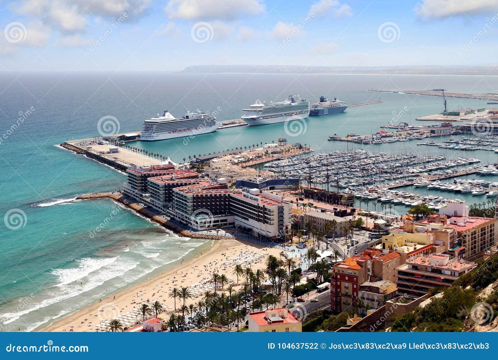 Download Luchtdiemening Van Cruises In De Haven Van Alicante Worden Gedokt Redactionele Fotografie - Afbeelding bestaande uit mooi, honeymoon: 104637522
