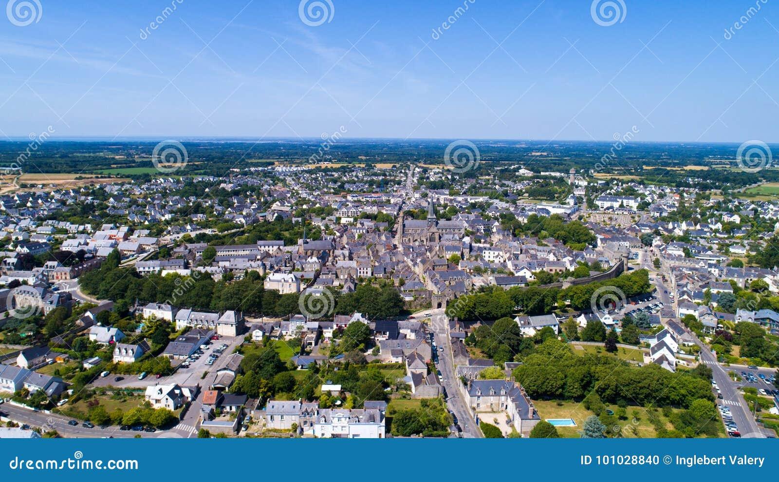 Luchtfoto van de middeleeuwse stad van Guerande in de Loire Atlantique