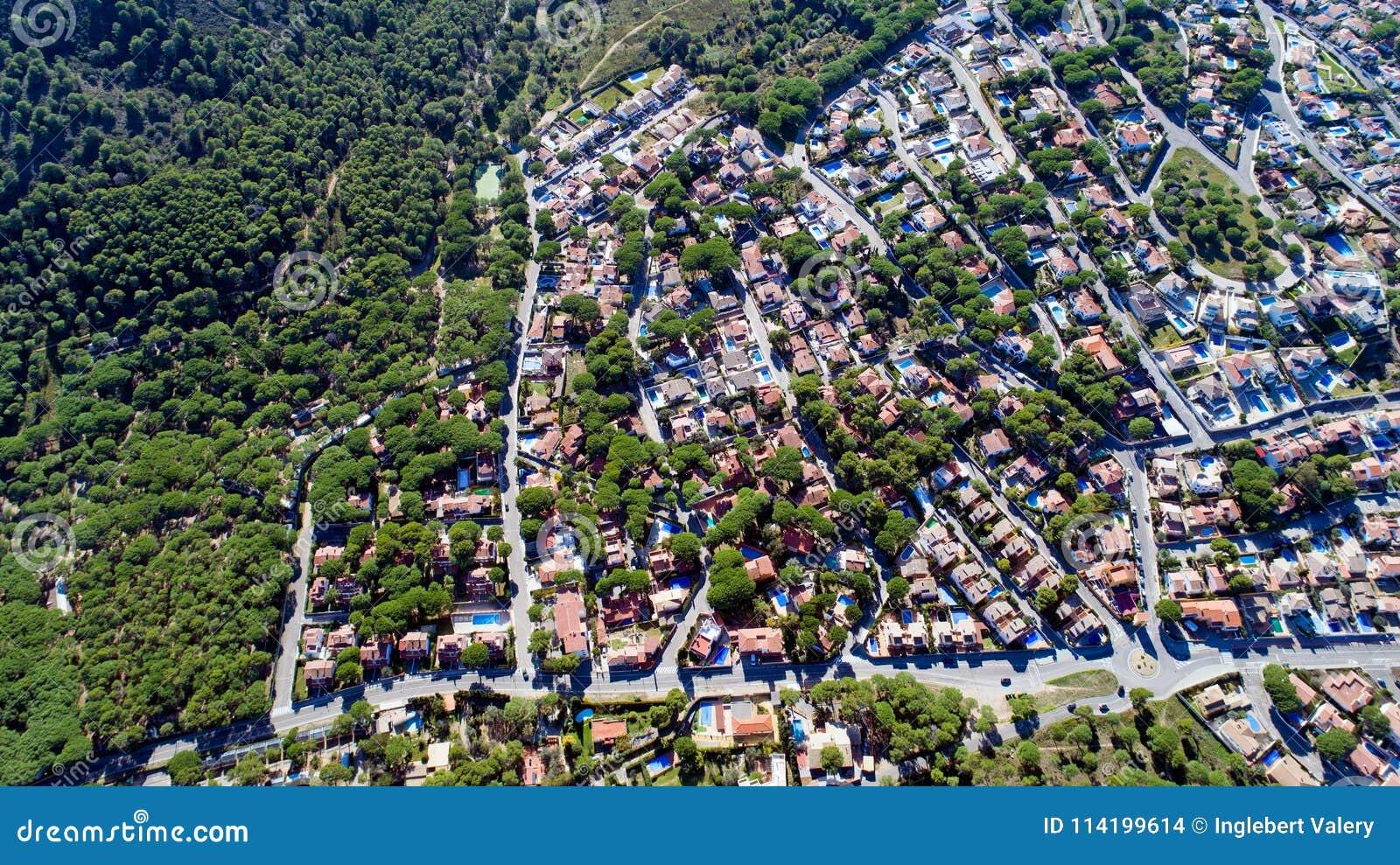 Luchtfoto van een woondistrict in L ` Escala, Spanje