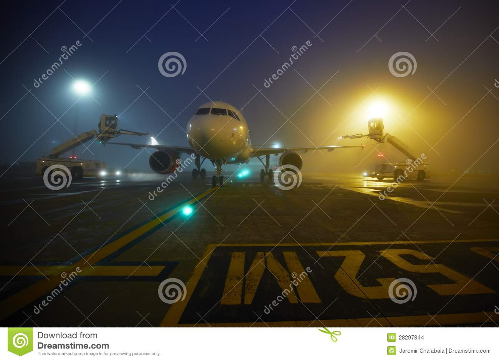 Luchthaven bij de nacht