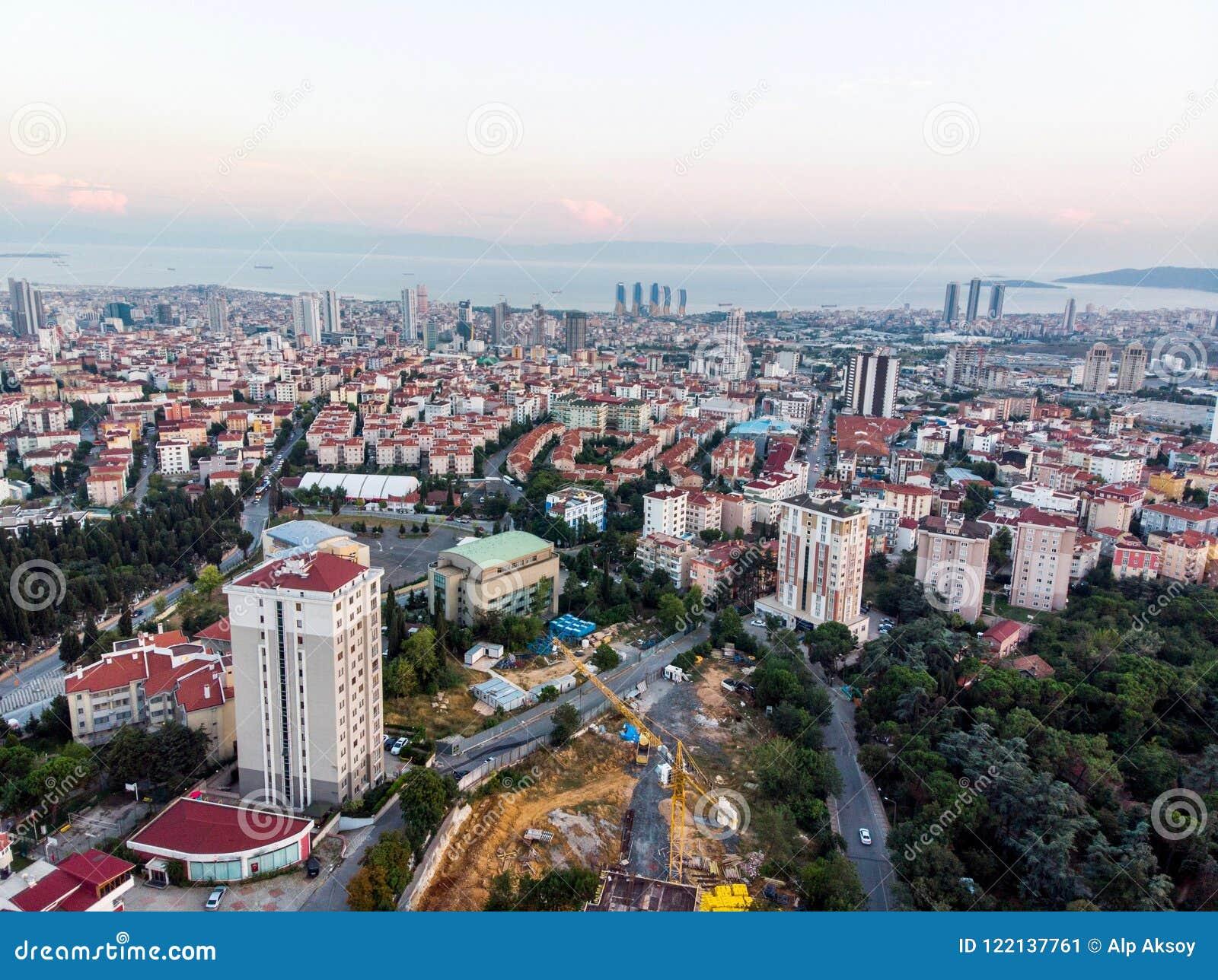 Luchthommelmening van Ongeplande Urbanisatie Istanboel Kartal Yakacik