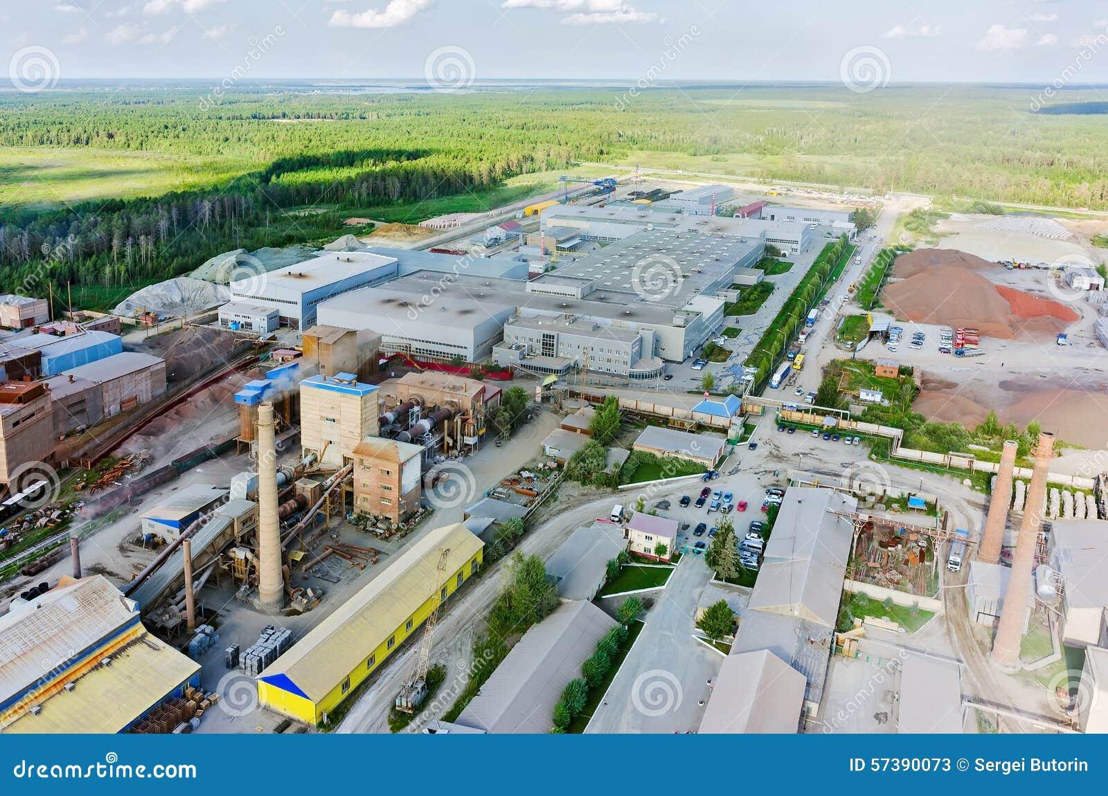 Luchtmening over industriezone Tyumen Rusland