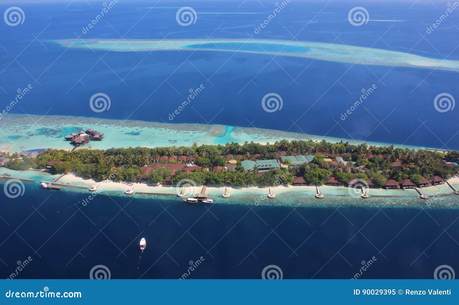 Luchtmening van atollen en toevlucht in de Maldiven