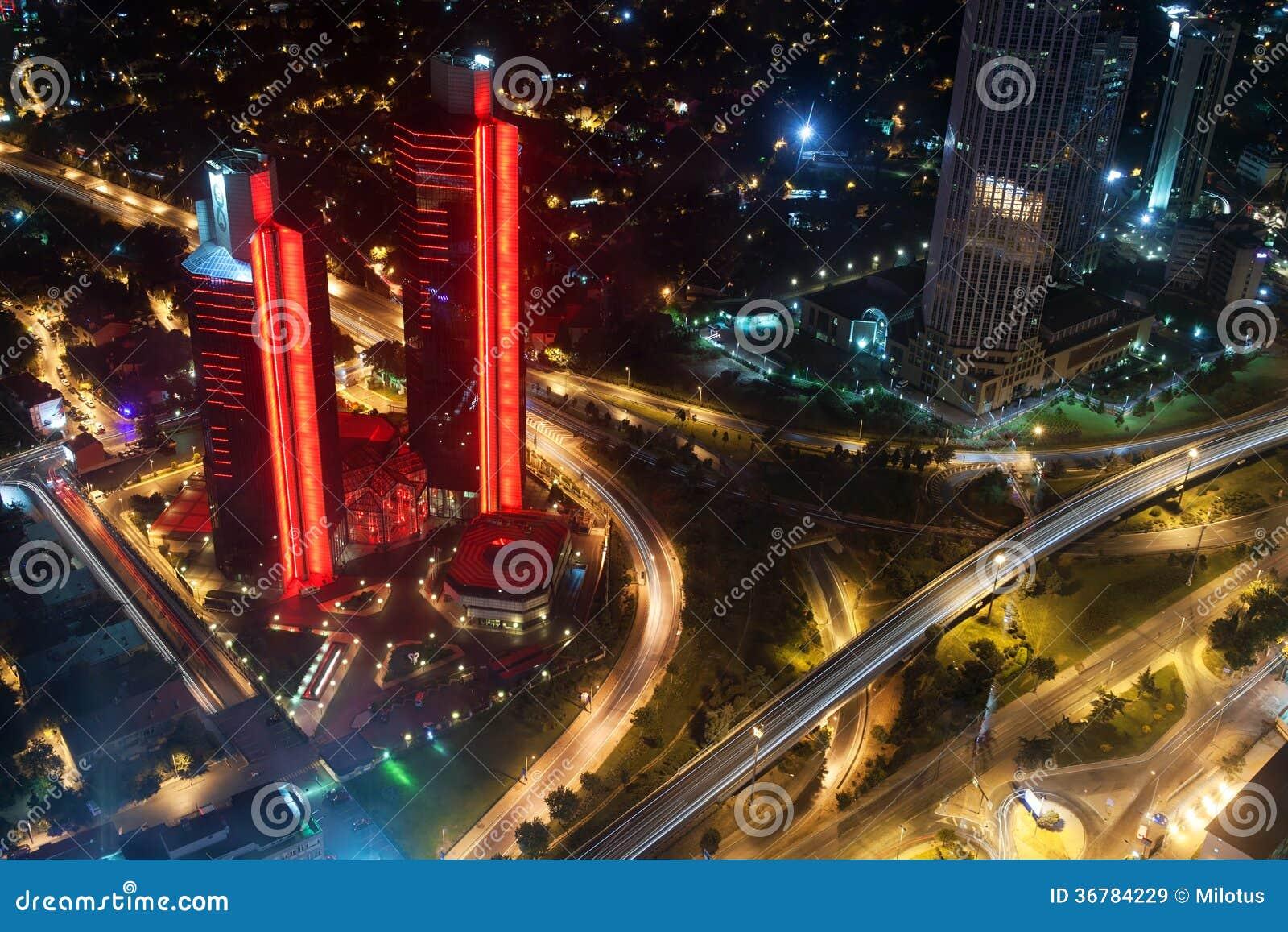Luchtmening van de stad en de wolkenkrabbers van Istan