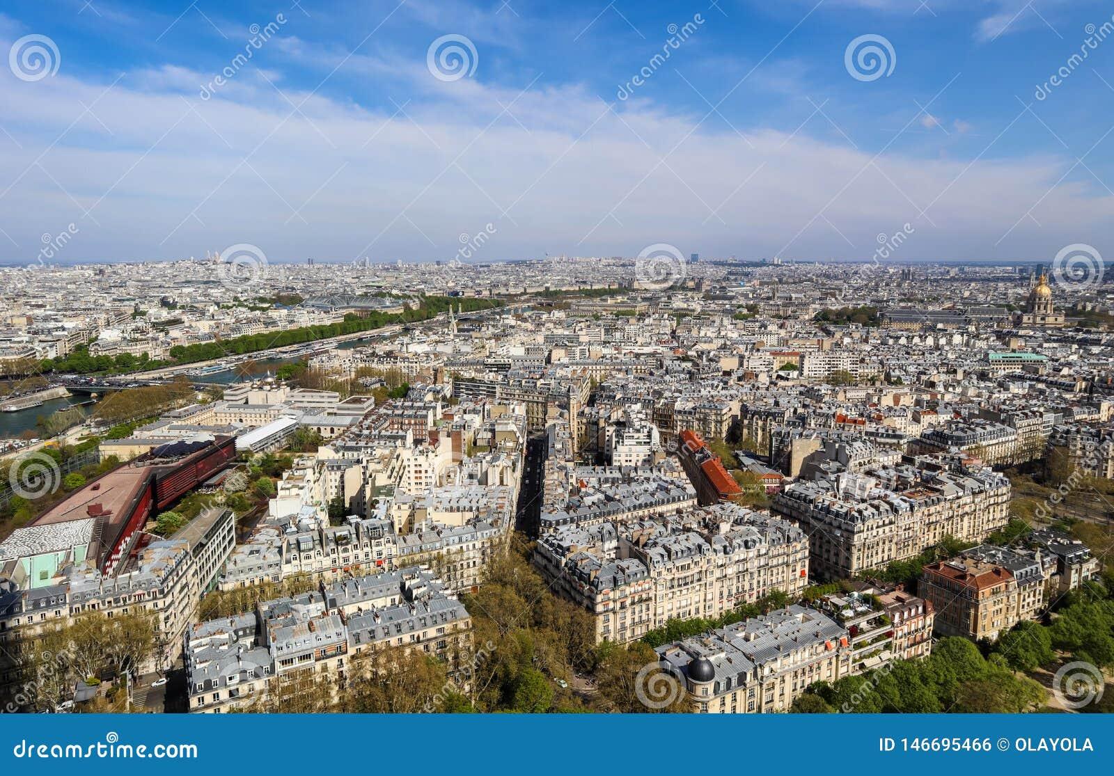 Luchtmening van de stad van Parijs en Zegenrivier van de Toren van Eiffel frankrijk April 2019