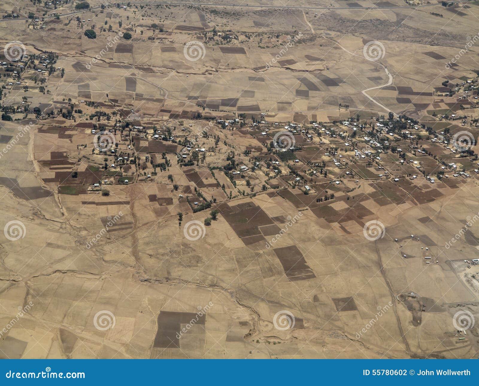 Luchtmening van Ethiopische landbouwbedrijven en dorpen