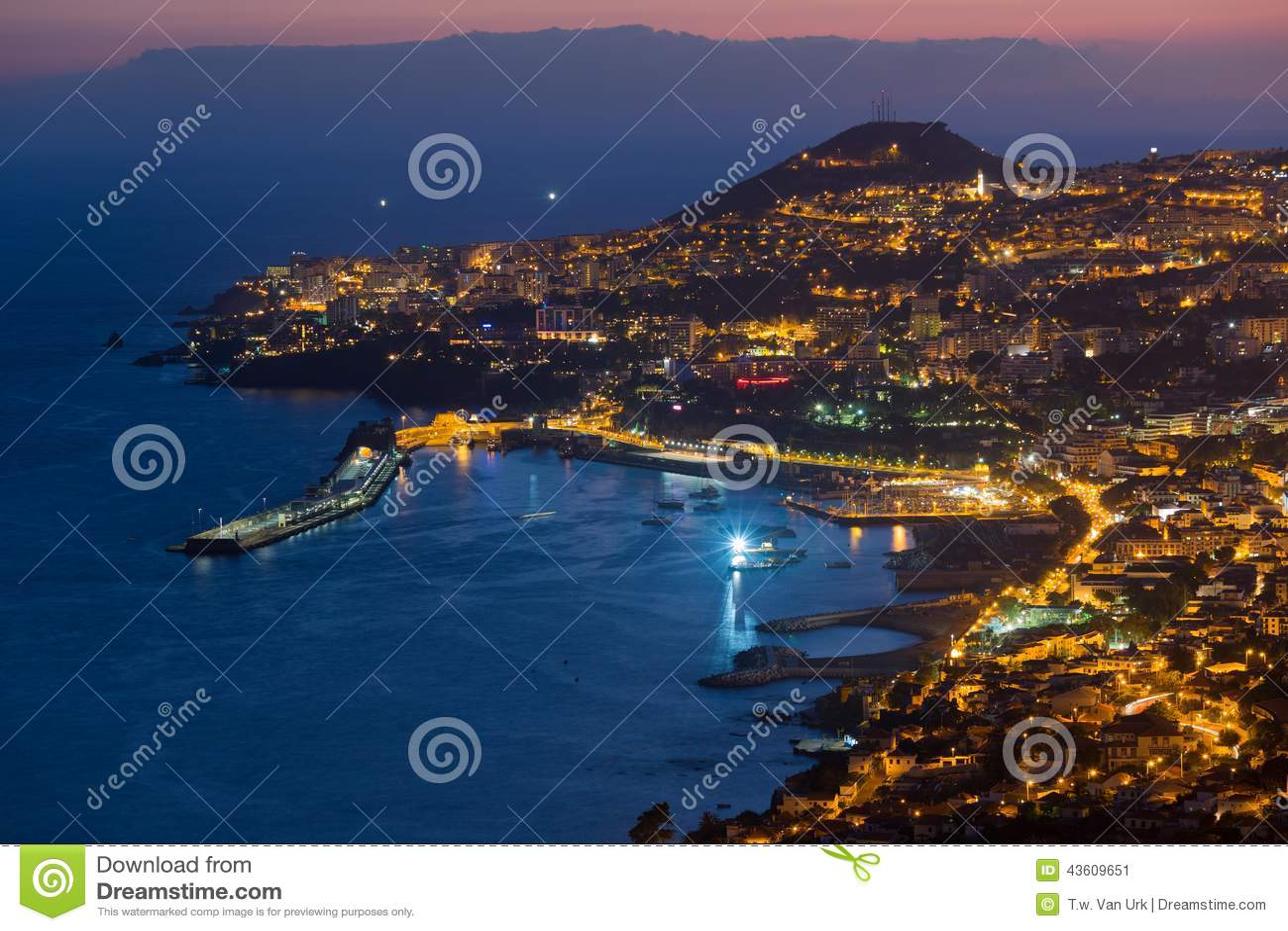 Luchtmening van Funchal  s nachts, het Eiland van Madera