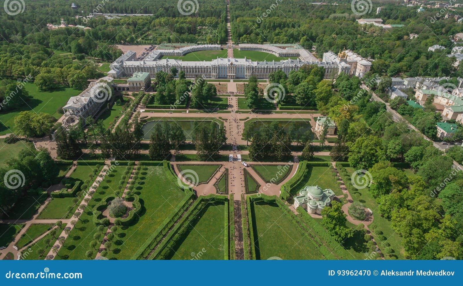 Luchtmening van het paleis van Catherine en het park van Catherine