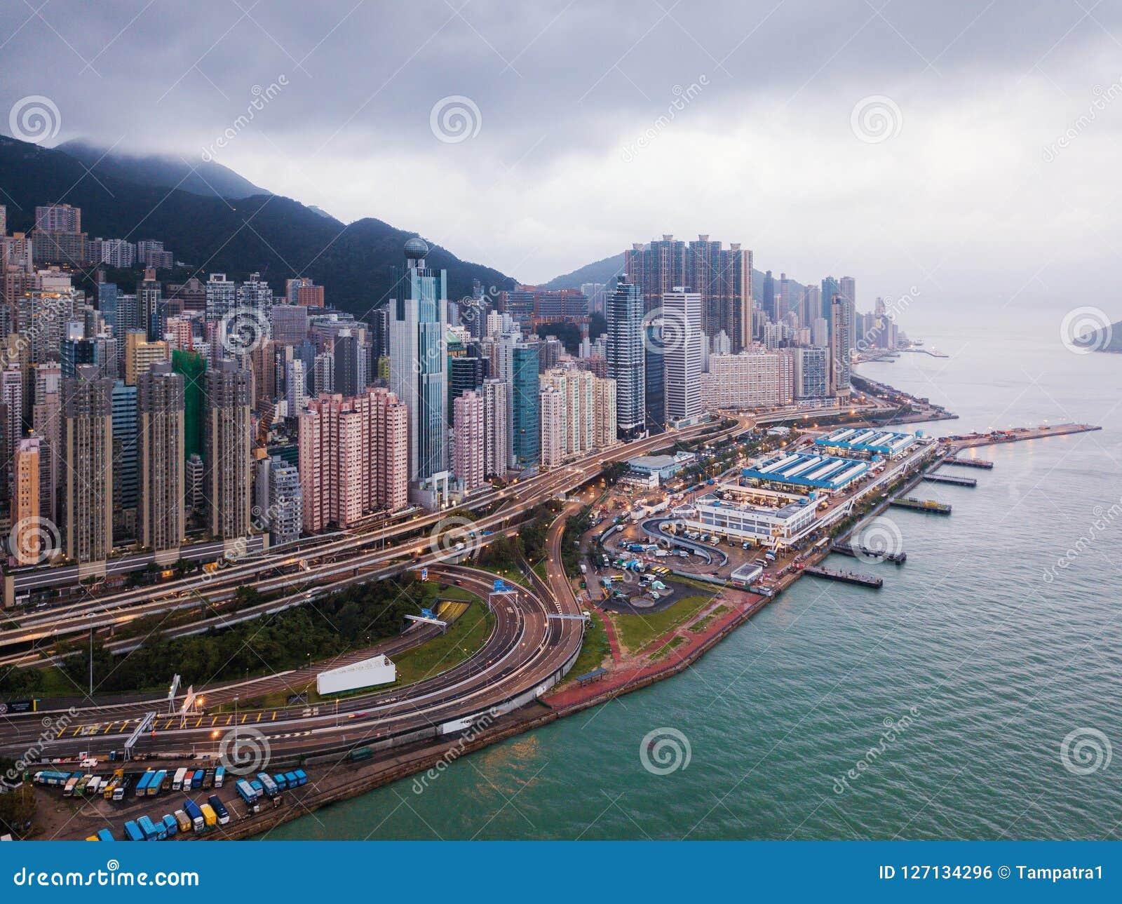 Luchtmening van Hong Kong Downtown en Victoria Harbour Financia