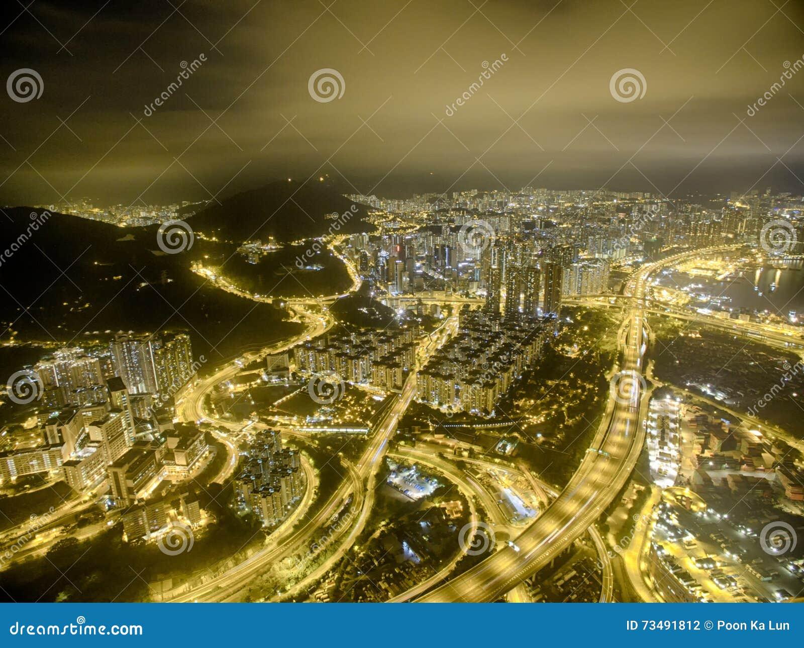 Luchtmening van Hong Kong Night Scene, Kwai Chung in gouden kleur