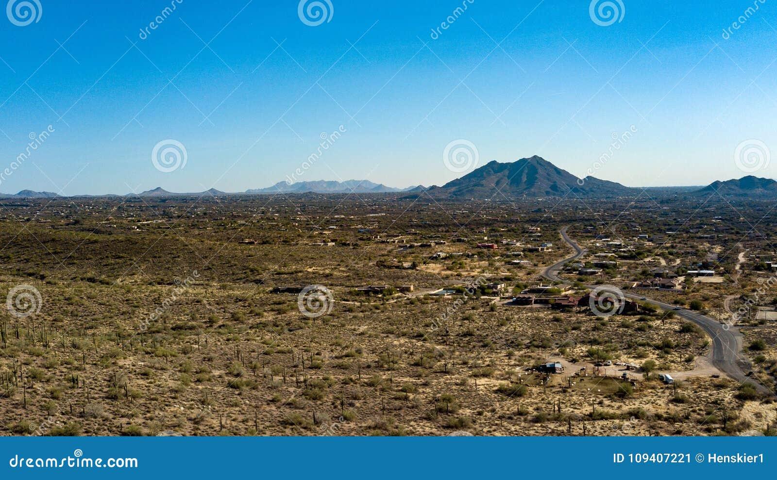 Luchtmening van Kreek van het het Park Dichtbijgelegen Hol van de Aansporings de Dwarsboerderij Regionale, Arizona