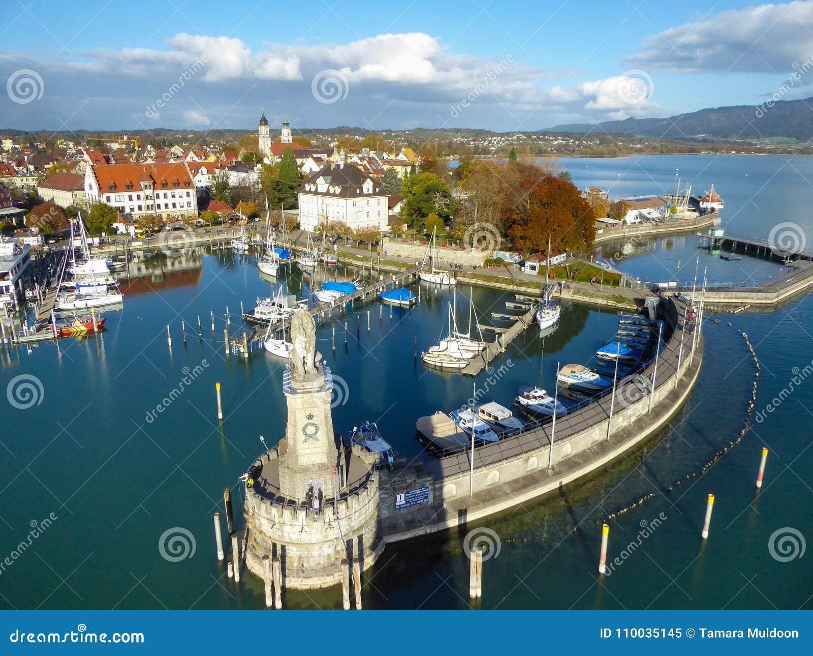 Luchtmening van Lindau-haven op het Meer van Konstanz, Duitsland