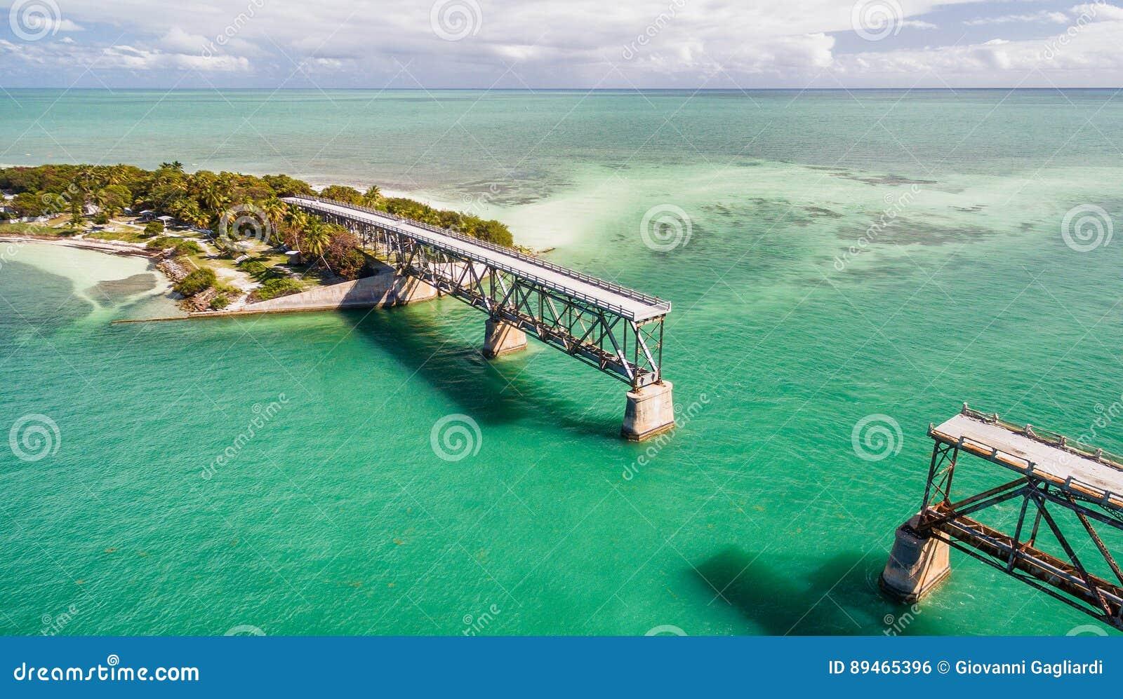 Luchtmening van Oude Bahia Honda Bridge, Florida