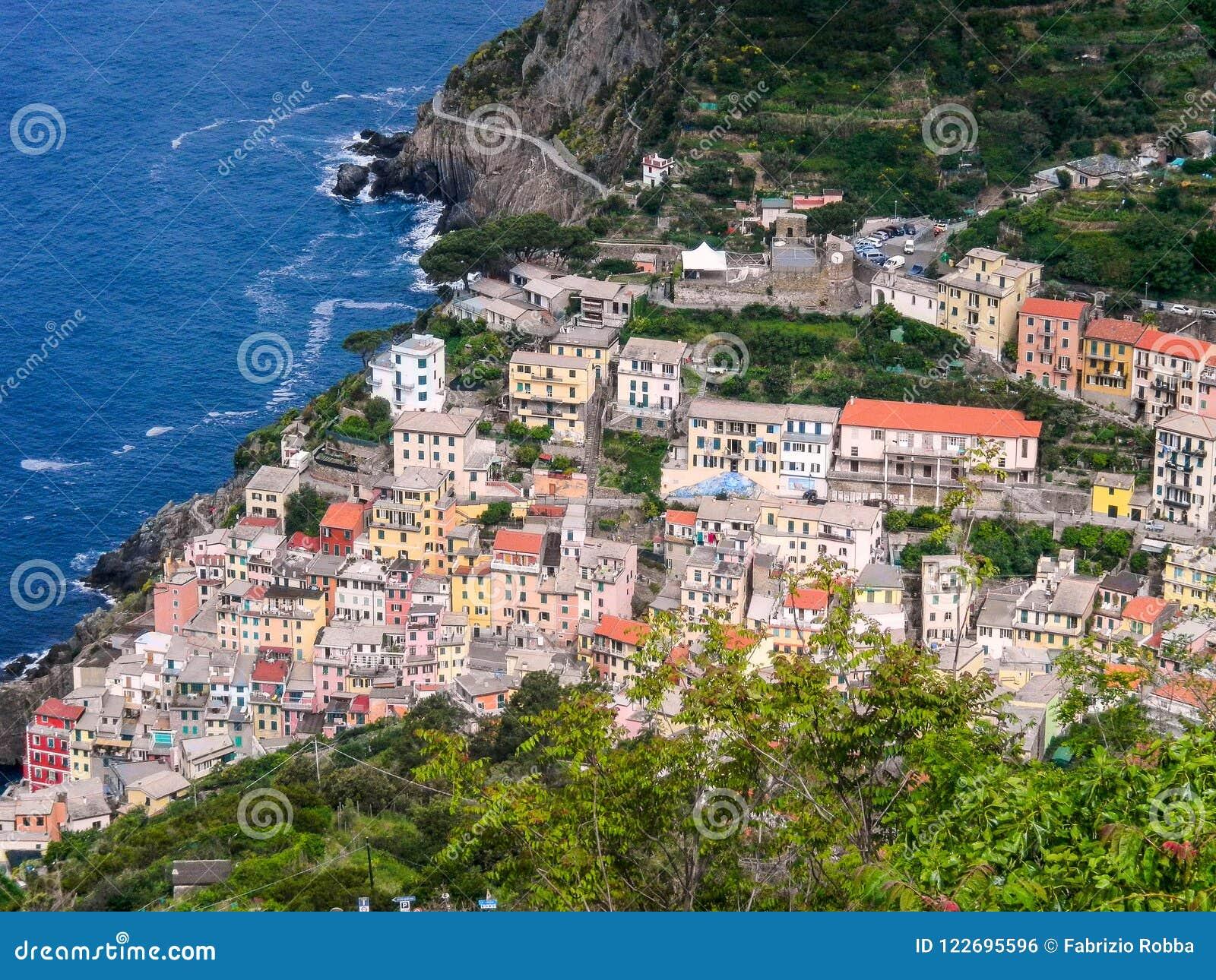 Luchtmening van Riomaggiore, Cinque Terre, de Provincie van La Spezia, Italië