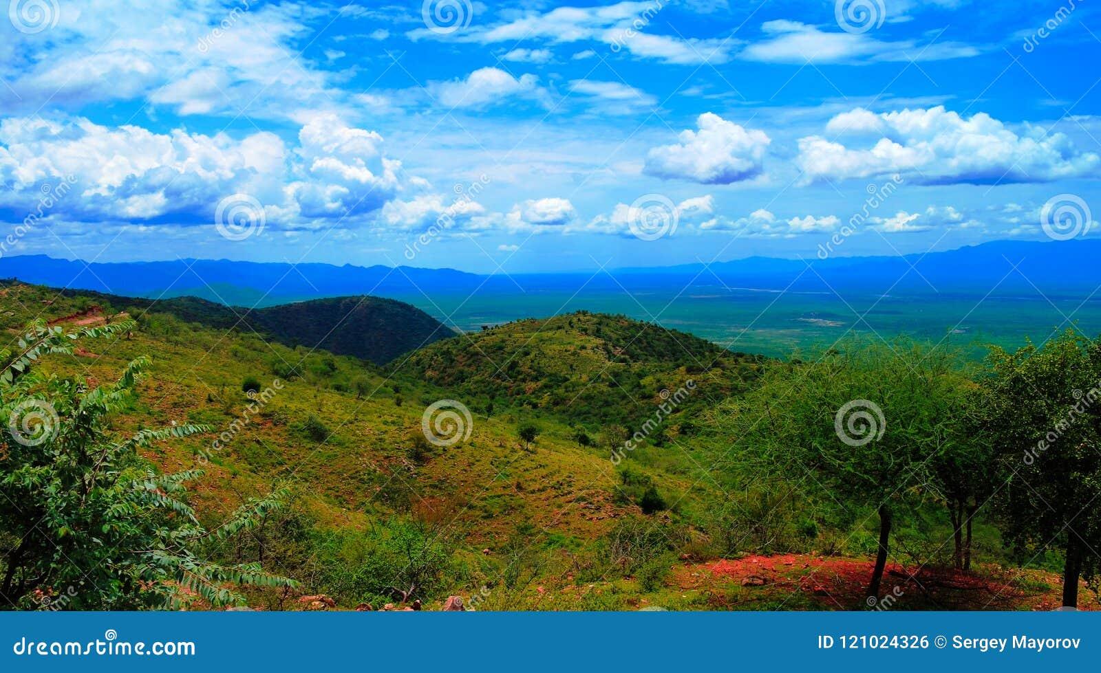 Luchtpanorama aan de vallei van Stephanie Wildlife Sanctuary en van weito, Karat Konso, Ethiopië