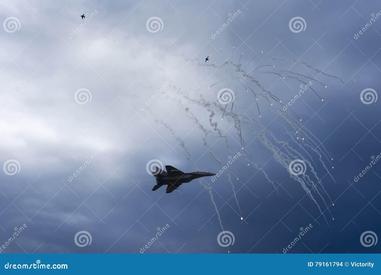 Luchtstaking Vechtersstraal in Hondengevecht Vliegtuigen in de Defensiegloed van het Slagvuren Oorlogsstreek