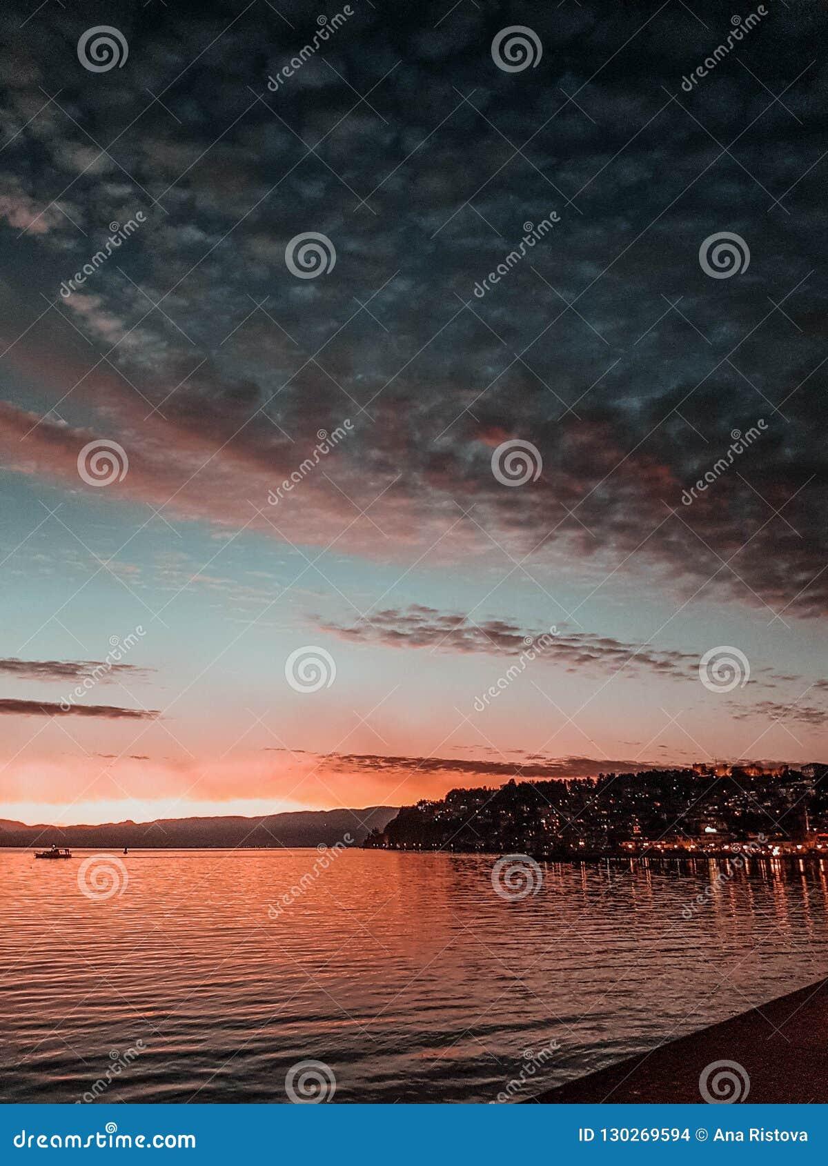 Luci della città e di tramonto
