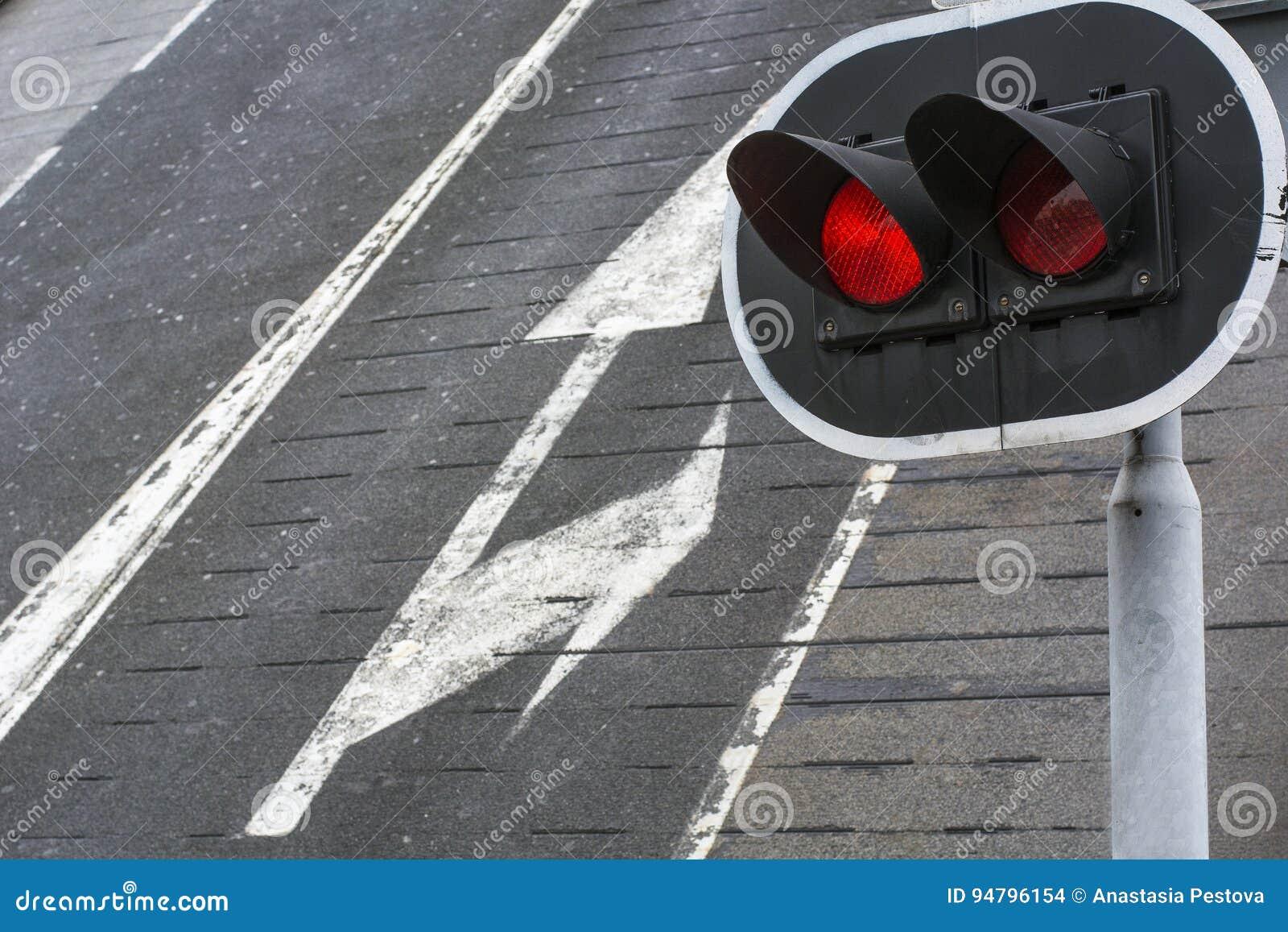 Plafoniere Rosse : Plafoniere rosse alte fotografia stock immagine