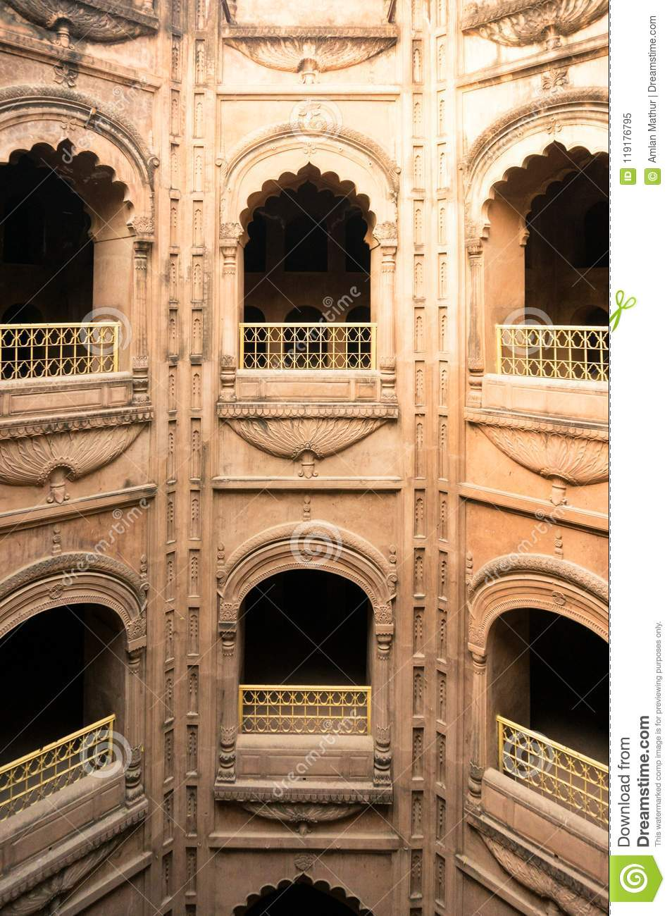 The arched windows at the bouli in bara imambara