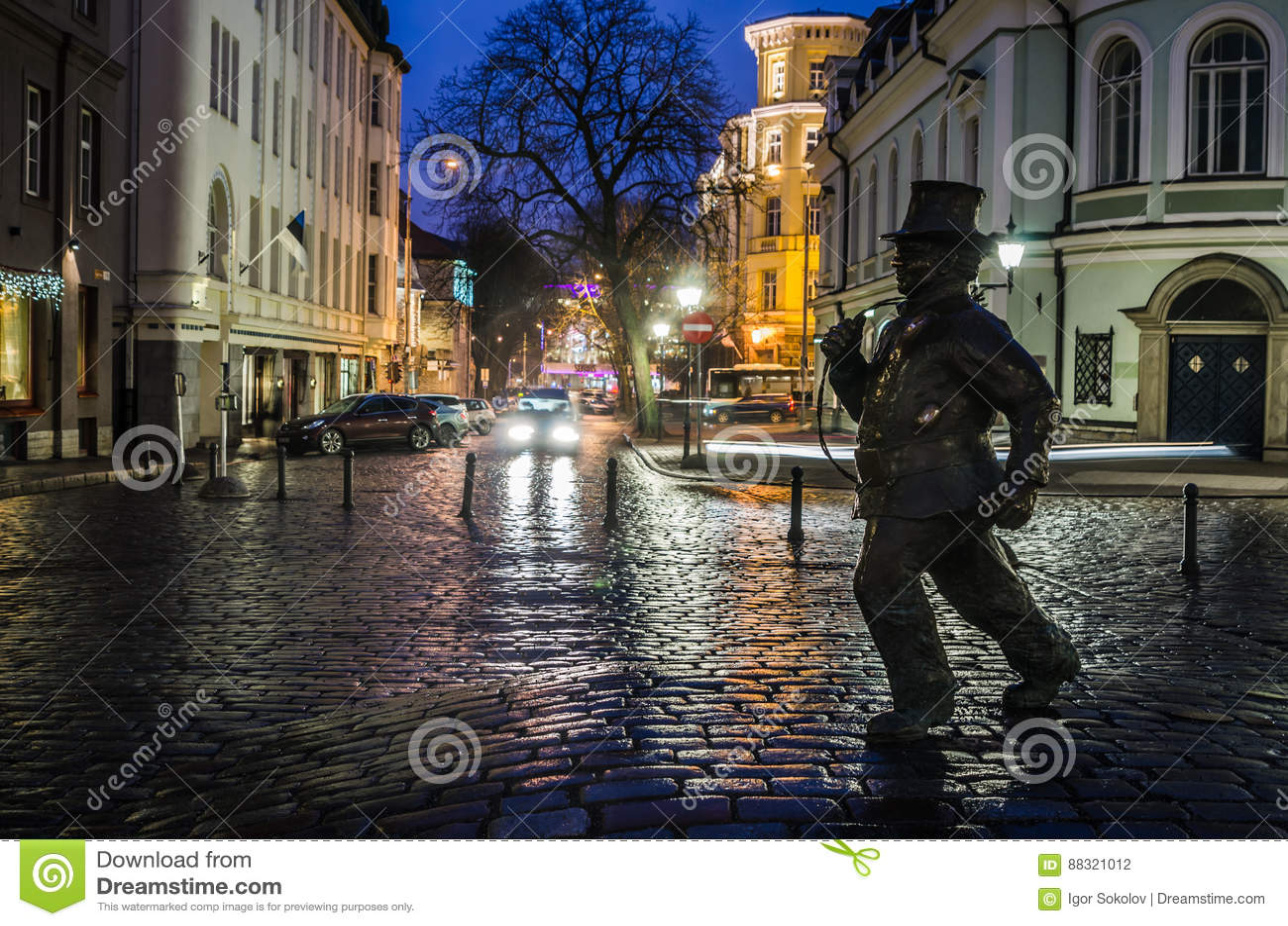 Lucky Chimney Sweeper Sculpture in de Oude Stad van Tallinn