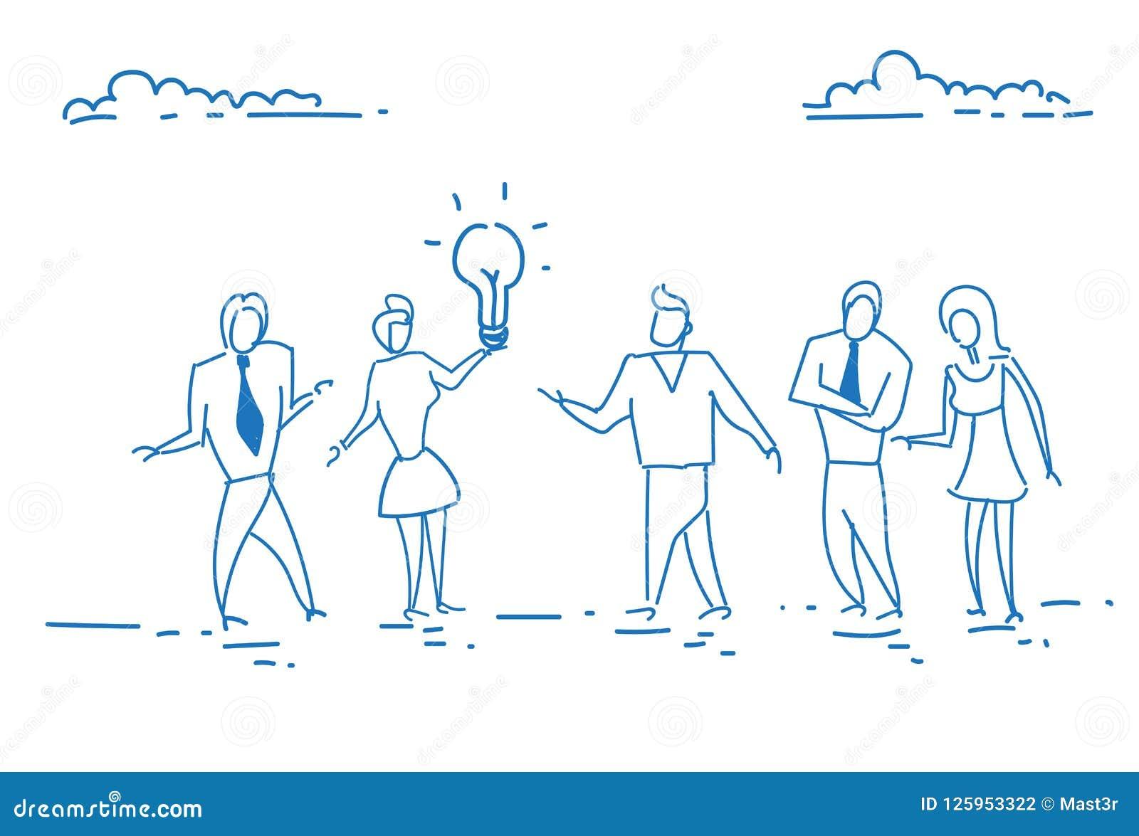 Ludzie biznesu trzyma lekkiej lampowej kreatywnie innowaci początkowego pojęcie zespalają się brainstorming wywołującego nowego p