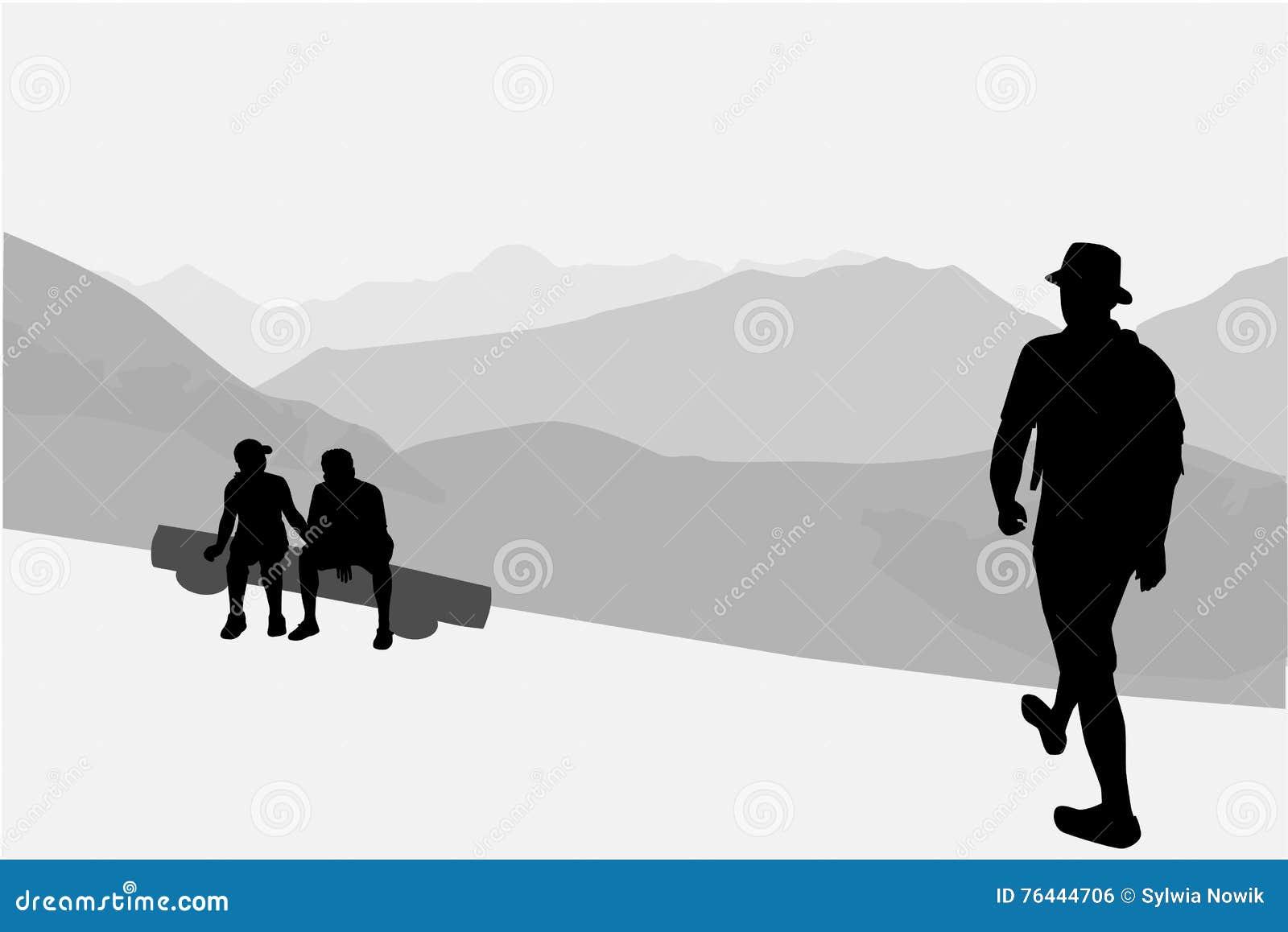 Ludzie chodzi przez gór